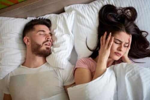 Smettere di russare con rimedi naturali