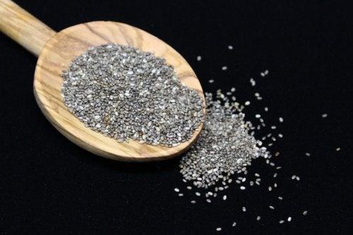 Cucchiaio con semi di chia