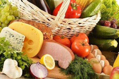 Varietà di alimenti per una dieta equilibrata