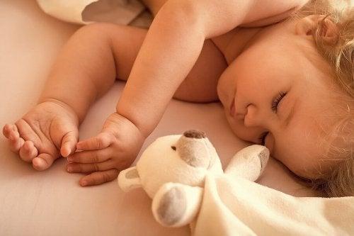 Bebè e peluche