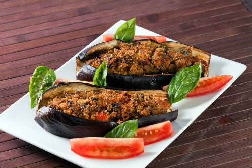 Melanzane ripiene di verdure con salsa vinagrette