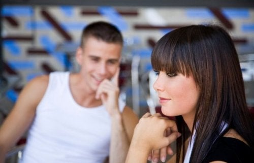 Sguardi tra uomo e donna