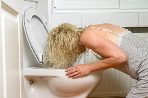 Rimedi naturali per il vomito: 7 efficaci soluzioni