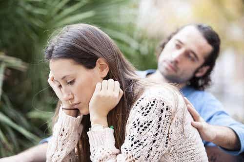 Infedeltà: uomini e donne la vivono in maniera diversa?
