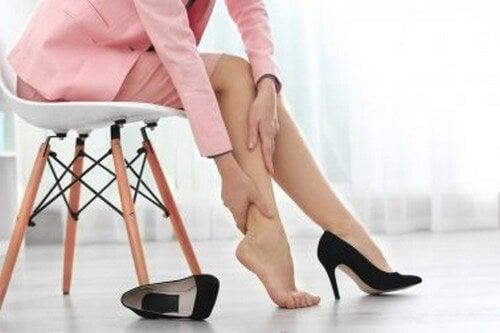 Dare sollievo alle gambe gonfie: 8 consigli
