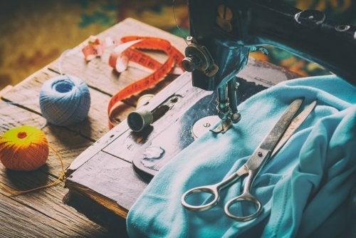 Macchina da cucire e stoffa