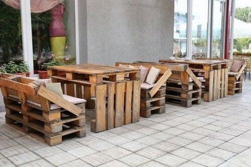 Arredamento Con Materiale Riciclato : Mobili in materiale riciclato idee creative vivere più sani