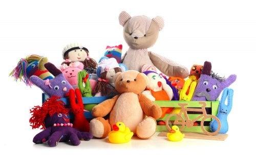 Peluche, bambole e giocattoli