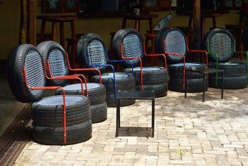 Sedie fatte con pneumatici
