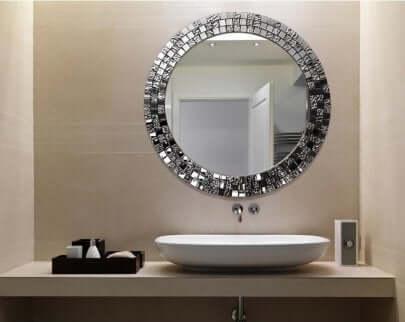 Specchio per il bagno.