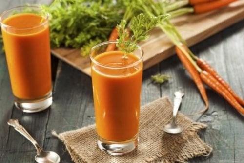 Frullato di carota, prezzemolo e limone