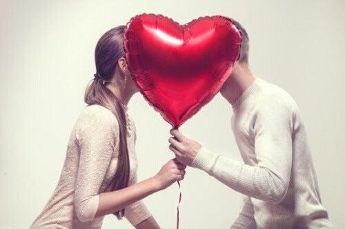 6 cose che le coppie felici fanno ogni settimana