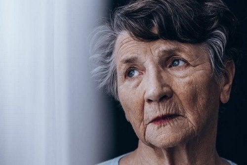 Persona anziana affetta da demenza