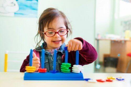 Educare i bambini con sindrome di Down tramite il gioco.