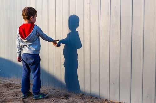 Mio figlio ha un amico immaginario, come mi comporto?