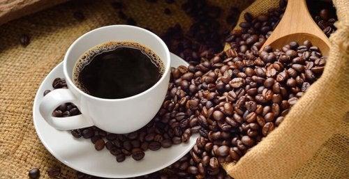 Caffè nero e chicchi