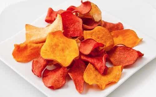 Come preparare chips di melanzane e altre verdure