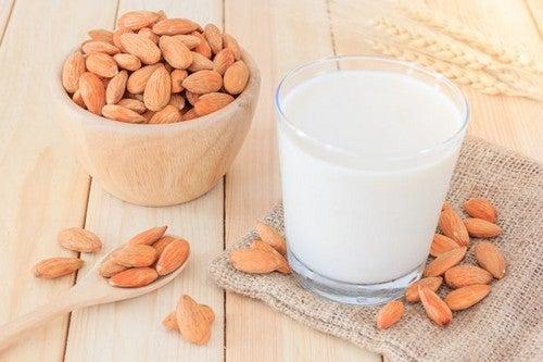 Preparare il latte di mandorle per dimagrire