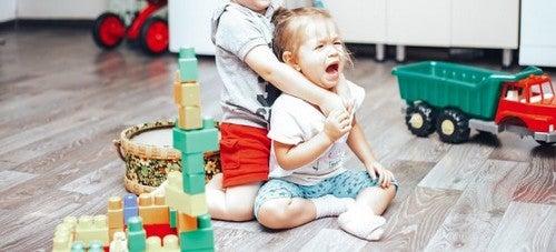 Litigi tra bambini: qual è il ruolo dei genitori?