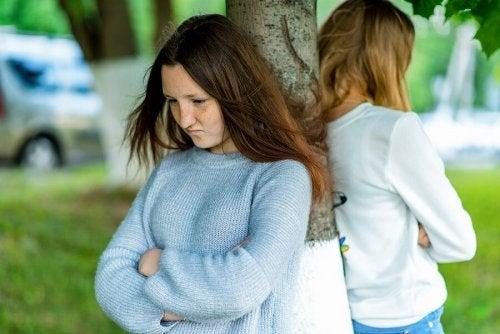 Litigio tra due ragazze adolescenti