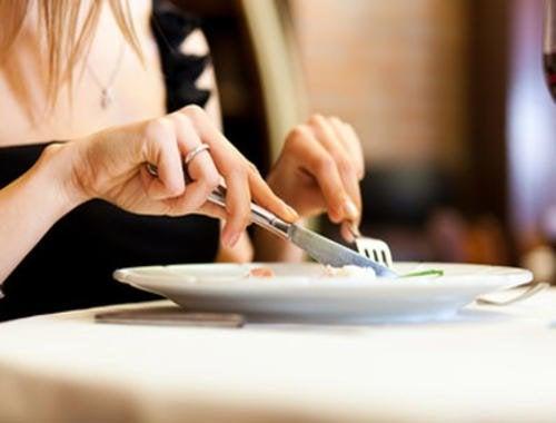 Mangiare lentamente, tra le strategie mentali per perdere peso