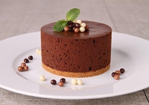 Mousse al cioccolato con decorazioni