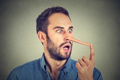 Riconoscere un bugiardo grazie al linguaggio corporeo