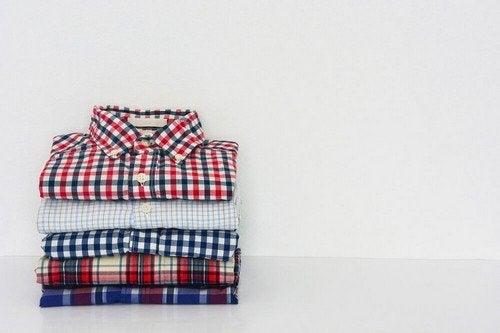 Come Piegare Una Camicia Stirata.Piegare Le Camicie In Tempi Record Ecco Come Vivere Piu Sani