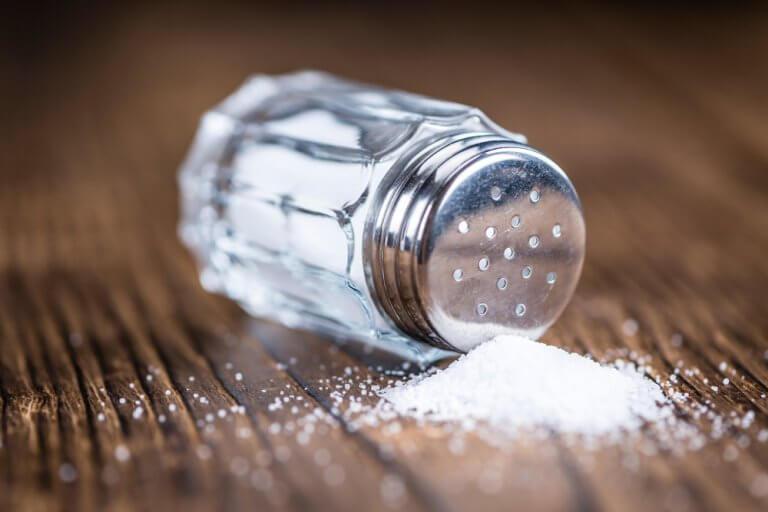 Limitare il sale per ridurre il sodio