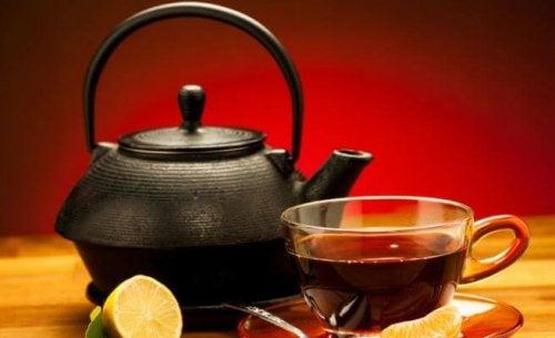 Tè nero e limone