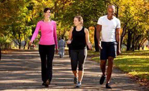 camminare tutti i giorni quali vantaggi offre?