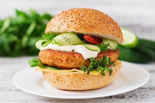 Hamburger di pollo ad alto contenuto proteico