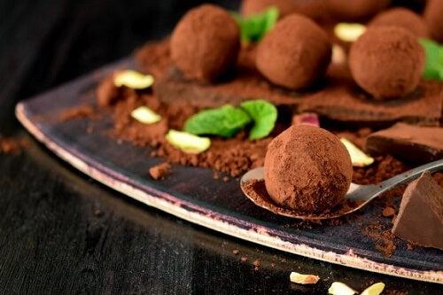 Tartufi al cioccolato: 3 ricette per prepararli in casa