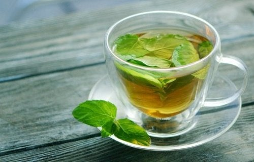 I benefici del tè alla menta per la salute