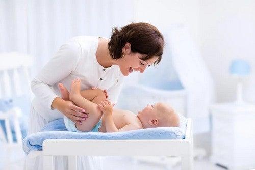 Pelle del pene del neonato: va abbassata?