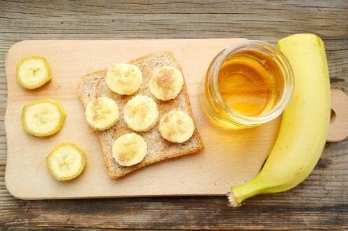 Banane su tagliere