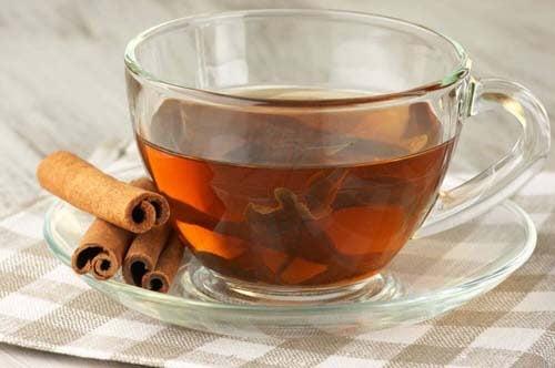 La cannella è una delle bevande calde contro i dolori mestruali