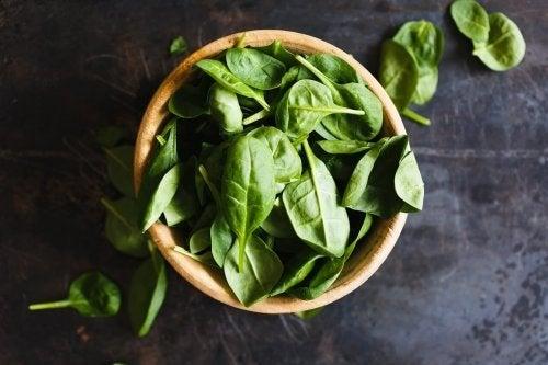Ciotola con spinaci