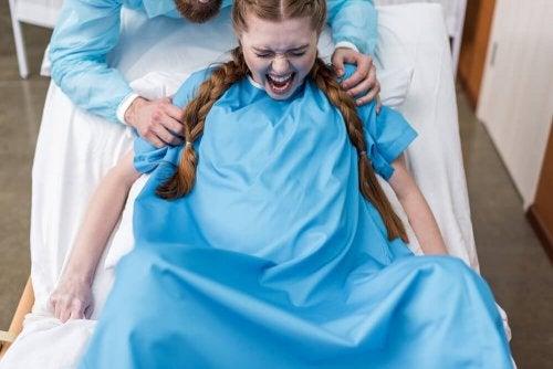 Donna durante il parto