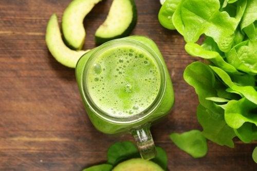 Frullato al kiwi spinaci e lattuga