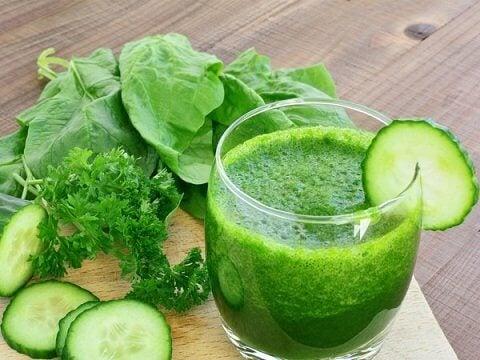 Frullato verde con cetriolo