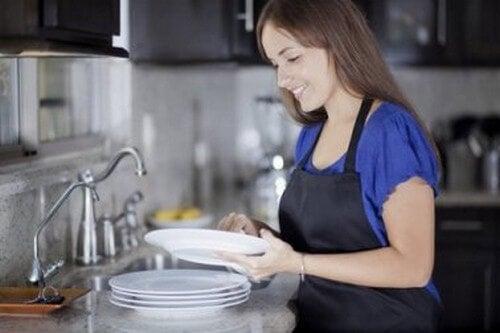 Lavare i piatti, quali sono gli errori più comuni?