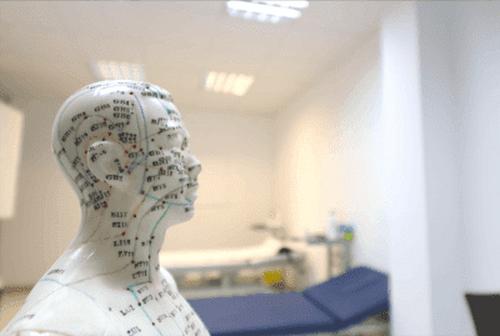 Auricolopuntura per la cura del Parkinson