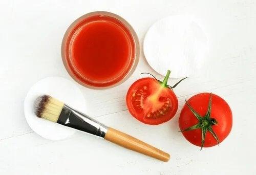 Maschera a base di sale grosso e pomodoro