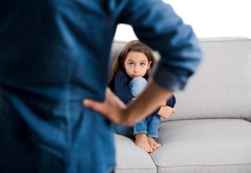 Padre sgrida figlia