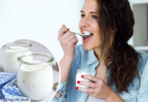 Ragazza scopre i benefici dello yogurt