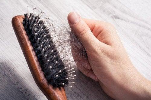 Rallentare la caduta dei capelli con pratici consigli