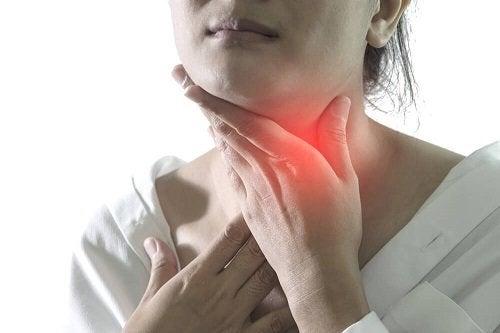 Calmare i sintomi della faringite con rimedi naturali