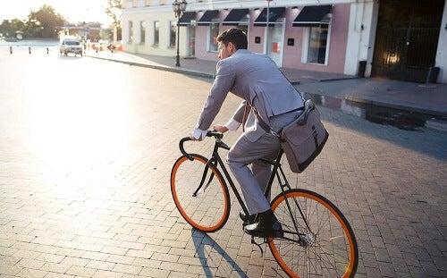 Andare al lavoro in bicicletta riduce lo stress