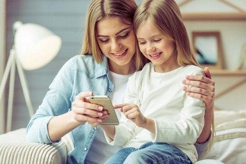 Smartphone ai bambini: pro e contro